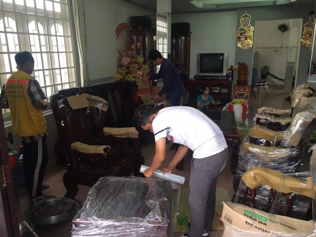 Dịch vụ bốc xếp hàng hóa huyện Hóc Môn uy tín, giá rẻ tại Tphcm